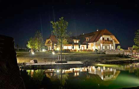 Hoamat bei Nacht